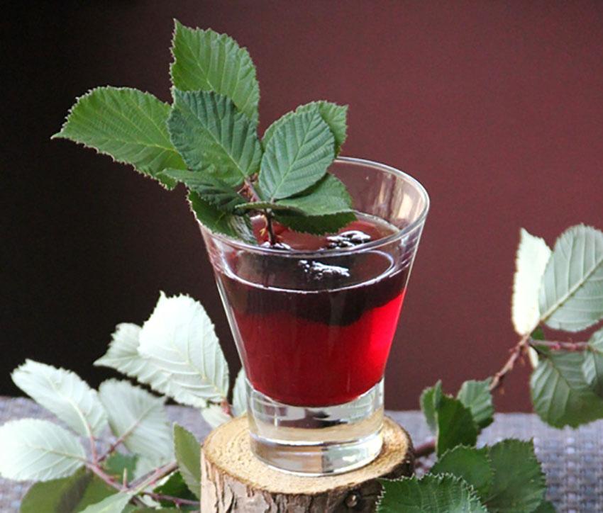 blackberry crisp cocktail on crafty staci